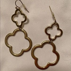 Jewelry - Gold dangle earrings